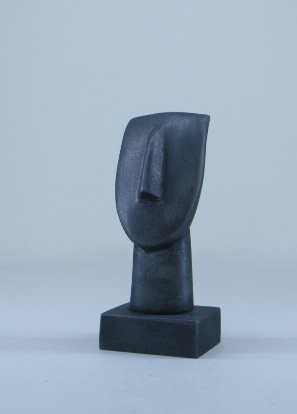 A statue of a face in Cycladic art type 1 in Black color