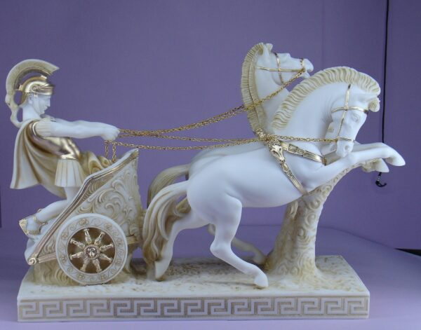 The statue of a Romeo warrior on a two-wheeled carriage carried by 2 horses (Type 2) in Patina color