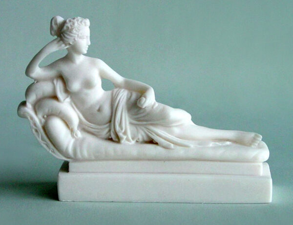 A replica statue of Paolina Borghese made by Canova in White color