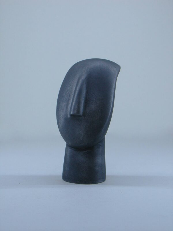 A statue of a face in Cycladic art type 2 in Black color