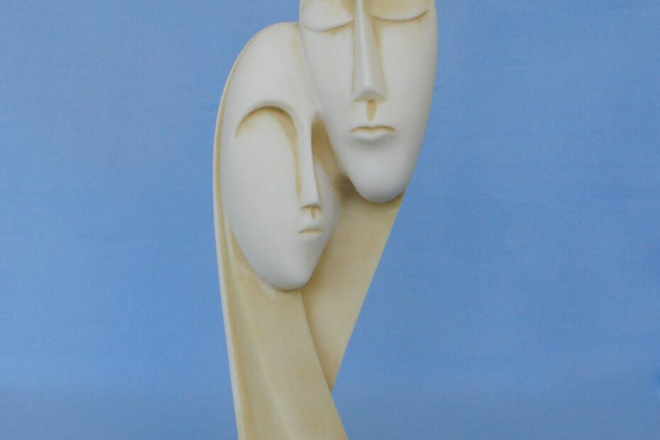 The statue of a man and a woman depicts the devotion to each other in Patina color