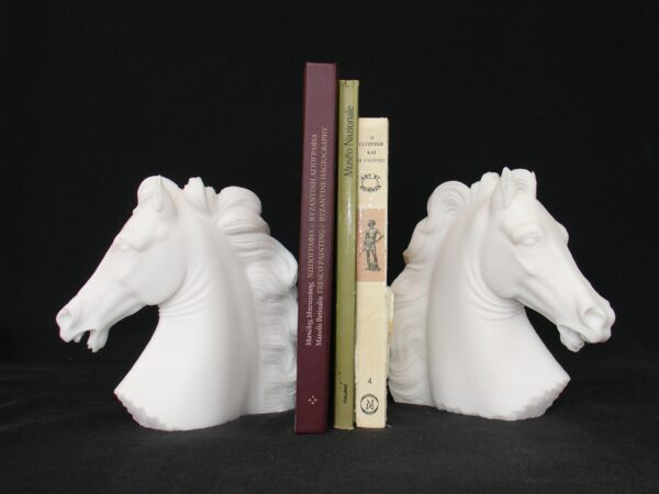 The bust statue of a horses in White color as bookend