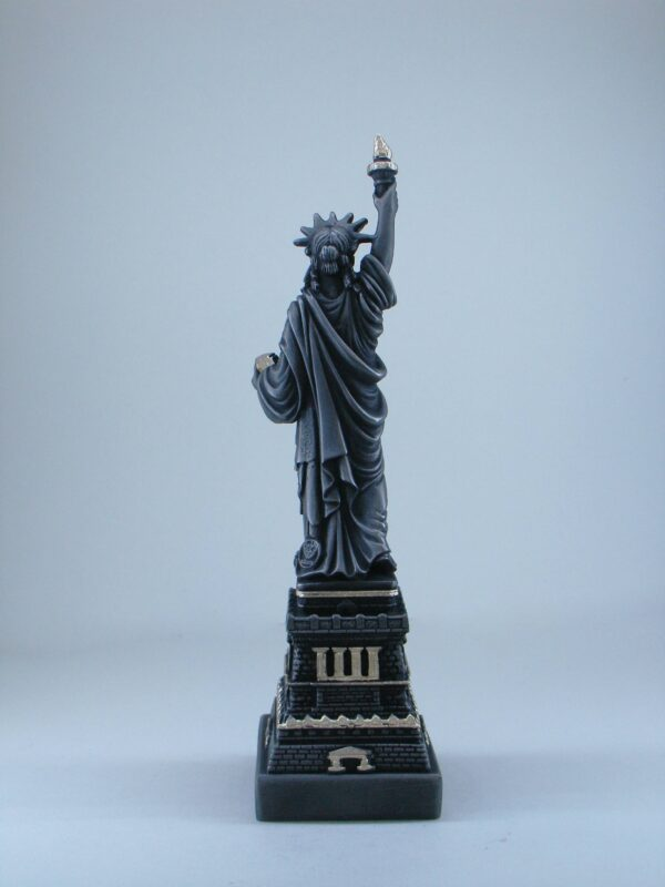 The statue of Liberty. Comes in Black color at 25 cm (9.84 inches) height – 530 g (1.17 lbs) weight.